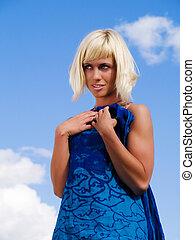 bonito, azul, mulher, ensolarado, céu, loura