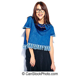 bonito, azul, sorrindo, morena, calças brim, isolado, modelo, mulher, hipster, retrato, elegante, branca, roupas, casual, esperto, óculos