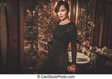 bonito, banheiro, mulher, luxo, interior., bem-vestido