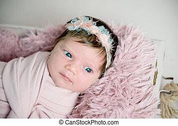 bonito, bebê recém-nascido, menina, com, grinalda