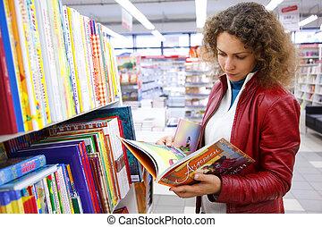 bonito, bookshop., casaco, livro crianças, pensativamente, ...