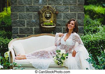 bonito, buquet, negligee, jovem, noiva, posar, branca, ...