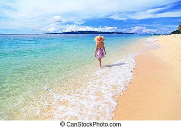 bonito, céu, ensolarado, menina, praia, nuvem