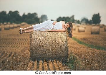 bonito, campos, menina, fardos, feno