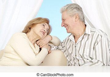 bonito, caucasiano, par ancião, sentando