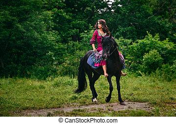 Jovem Morena Mulher Passeios Cavalo Banco De Imagens E Fotos