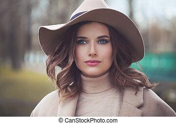 bonito, chapéu, mulher, ao ar livre, na moda
