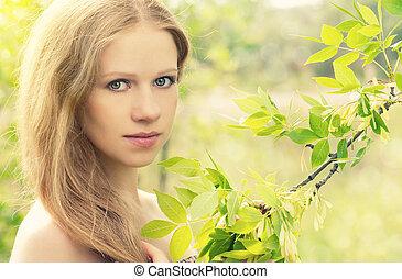 bonito, charming, misteriosa, menina, em, a, floresta, ligado, a, natureza
