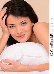 bonito, close-up, bom, dela, sofá, jovem, mão, morning!, mulher, travesseiro, mentindo