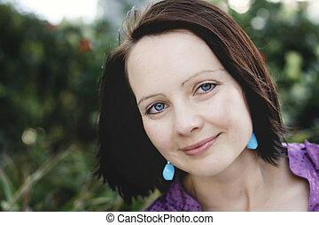 bonito, close-up, mulher, ao ar livre, retrato, sorrindo