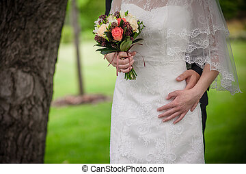 bonito, close-up, noivo, abraçando, noiva, branca, bonito, vestido, sensual, feliz