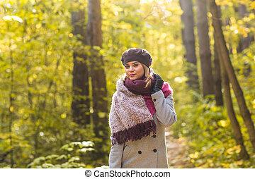 bonito, conceito, natureza, pessoas, -, parque, jovem, outono, mulher, posar, moda
