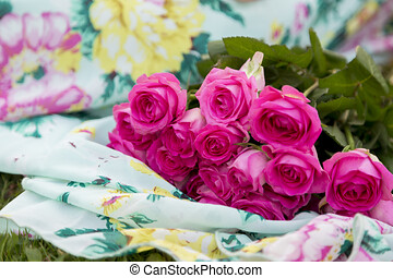 bonito, cor-de-rosa, buquet, cima, rosas, ao ar livre, fim