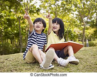 bonito, crianças asian, dois