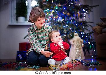 bonito, cute, pequeno, dela, irmão, junto, menina bebê, tocando