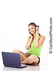 bonito, dela, fones, escutar, jovem, isolado, laptop., fundo, música, branca, menina