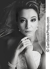 bonito, dela, rosto, noiva, atrás de, pretas, segurar passa, retrato, branca