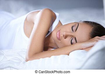 bonito, descansar, branca, mulher, cama