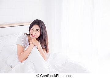 bonito, descansar, cama, manhã, menina asiática