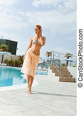 bonito, descansar, mulher, plataformas, hotel, jovem, tropicais, recurso, piscina exterior