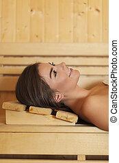 bonito, descansar, mulher sorridente, sauna