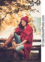 bonito, desgastar, mulher, agasalho, parque, tricotado, outono