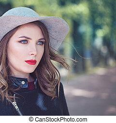 bonito, desgastar, mulher, primavera, moda, ao ar livre, modelo, chapéu, gelado