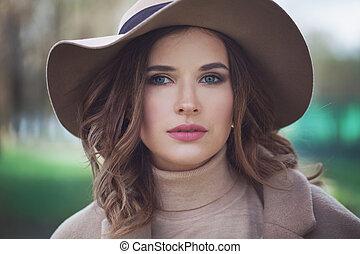 bonito, desgastar, mulher, primavera, parque, moda, ao ar livre, modelo, chapéu