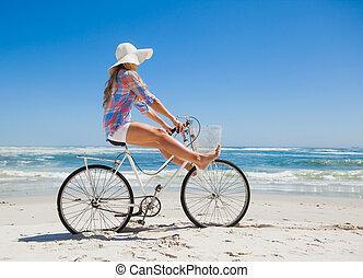bonito, despreocupado, loiro, uma bicicleta, ri