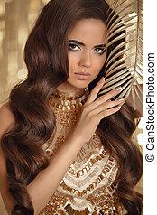 bonito, dourado, mulher, noite, arte, jóia, brunette., beauty., pregos, photo., longo, glamour, ondulado, moda, cabelo, make-up., manicure, retrato, sensual