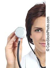 bonito, doutor, mulher segura, um, estetoscópio, pronto, para, auscultar, isolado, ligado, um, fundo branco