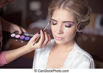 bonito, dress., estilista, penteado, faz, maquilagem, foco., noiva, seletivo, make-up., retrato casamento, profissional, macio