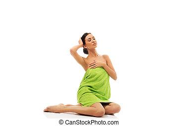 bonito, embrulhado, mulher, toalha, sentando