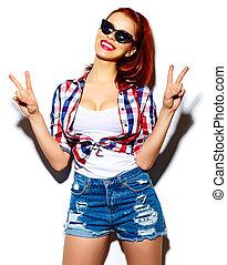 bonito, engraçado, look.glamor, moda, verão, modelo, jovem, alto, pano, luminoso, mulher, hipster, elegante, excitado, sorrindo, casual