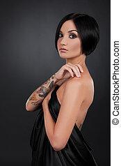 bonito, escuro, mulher, jovem, mão, cabelo, ficar, menina preta, tattoo.
