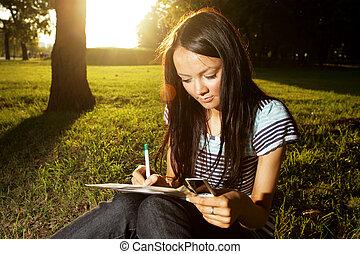 bonito, estudante, estudar, jovem, femininas, ao ar livre