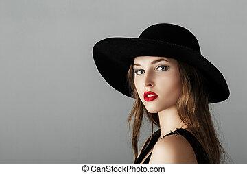 bonito, excitado, mulher, com, batom vermelho, em, chapéu preto