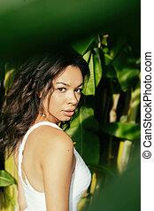 bonito, exoticas, mulher jovem, em, tropicais, selva, localização