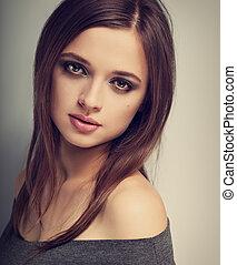 bonito, expressão, natural, emoção, mulher, com, luminoso, maquilagem, olhar, pacata, com, longo, liso, hair., toned, vindima, closeup, retrato