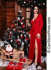 bonito, ficar, cheio, árvore, comprimento, retrato mulher, frente, excitado, vestido, natal, vermelho