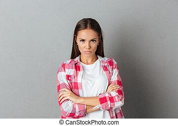 bonito, ficar, mulher, camisa, foto, braços dobrados, checkered, sério