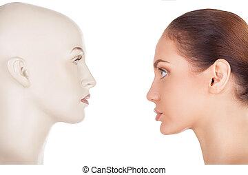 bonito, ficar, mulher, isolado, vista, aquilo, olhando jovem, problem., enquanto, mannequin, fundo, frente, face branca, seu, lado