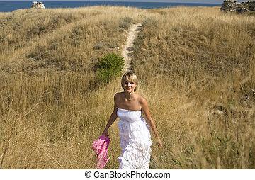 bonito, ficar, mulher, loura, amarela, vento, mar, retrato, branca, capim, vestido, echarpe