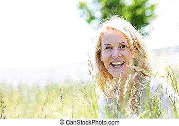 bonito, ficar, mulher, verão, país, campo, tempo