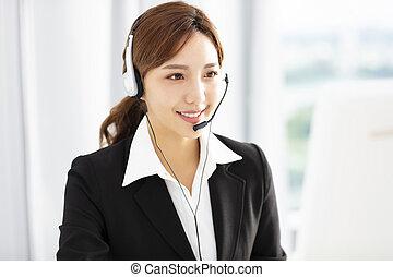 bonito, headset, negócio mulher, jovem, operador