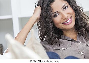 bonito, hispânico, mulher sorridente, feliz