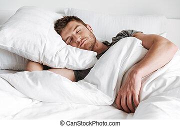 bonito, homem jovem, dormir, cama