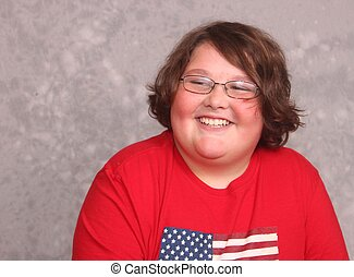 bonito, homem jovem, em, camisa vermelha, sorrindo