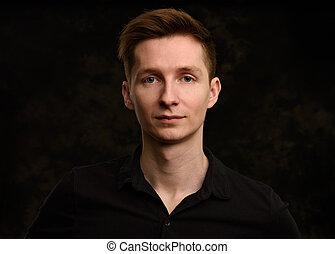 bonito, homem jovem, estúdio, retrato