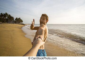 bonito, homem jovem, praia